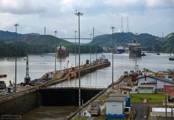 Рекорд 65 проходов за день через Панамский канал был поставлен в феврале 1968-го года.