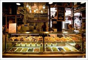 Пряные разносолы на рынке San Miguel.