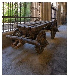 Старинный автомобиль :)