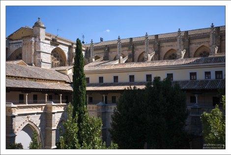 Внутренний дворик Толедского собора (Cloister).