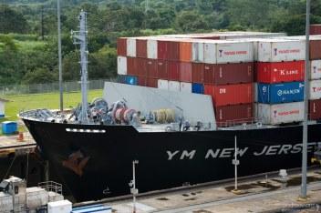Наиболее длинное судно, когда-либо проходившее канал - нефтеперевозчик San Juan Prospector (297 метров). Длина каждого шлюза в канале - 305 метров.