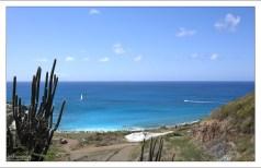 Спуск к заливу Cay Bay.