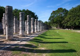 Площадь тысячи колонн (Grupo de las mil columnas). Чичен-Ица.