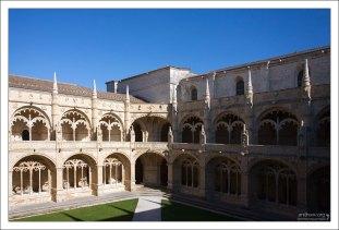 Внутренний двор Монастыря Жеронимуш - Cloister, где монахи молились и медитировали.