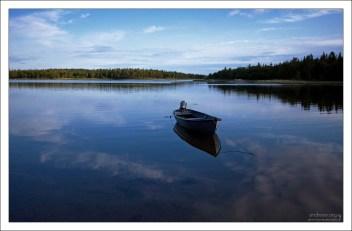 На островах около 300 или 400 озер, если считать мелкие.