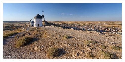 Мельницы расположены в 150 км к югу от Мадрида.