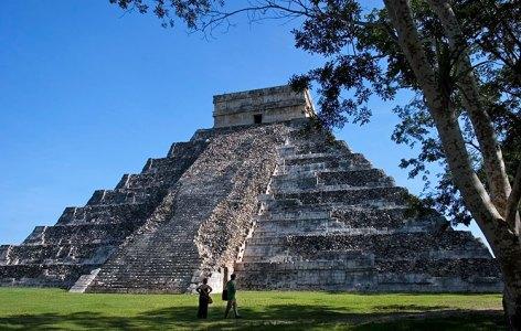 Осыпающаяся часть пирамиды. Чичен-Ица.