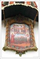 """Икона """"Покров Пресвятой Богородицы с предстоящими Василием и Иоанном Блаженными» на фасаде колокольни Храма Василия Блаженного."""