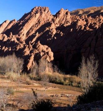 Гигантские оплывшие скалы в ущелье Dades.