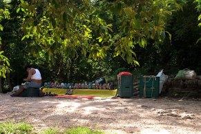 Продажа сувениров. Чичен-Ица, полуостров Юкатан.