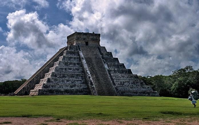 Главный фасад Храма Кукулькана (Pyramid of Kukulcan). Чичен-Ица.