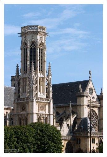 Башня церкви Сен-Жермен-л'Осеруа (фр. L'eglise Saint-Germain-l'Auxerrois), рядом с Лувром, 12-й век.