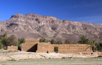 Руины на обочине шоссе по пути в Agdz.