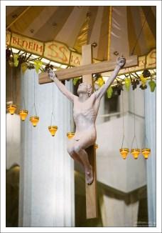 Виноград - символ жизни, изобилия, и жертвоприношения.