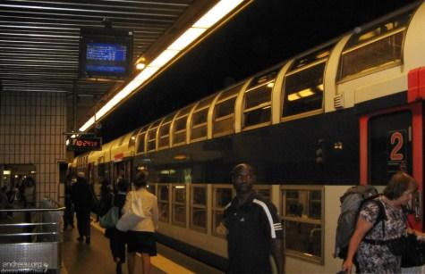 Двухэтажный поезд метро на Версаль.