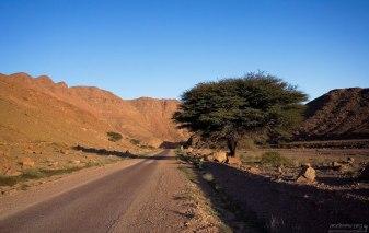 Дорога через горную систему Djebel Anaour. Анти-Атлас.