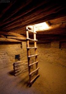 Интерьер реконструированной кивы.