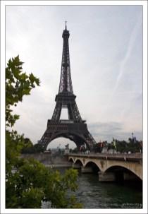 Эйфелева башня со стороны Трокадеро.