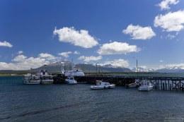 Современные катера в порту Пуэрто-Наталеса.