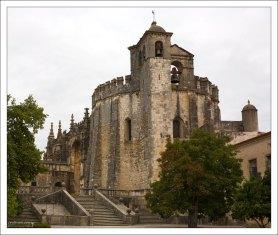 Древнейшее здание комплекса — круглая церковь (12-й век).