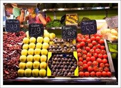 Овощи и фрукты на рынке Бокерия.