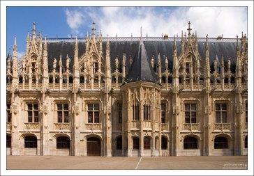 Готический Дворец Юстиции (Palais de justice de Rouen) в Руане.