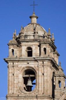 Колокольня церкви Iglesia de la Compañia de Jesus.