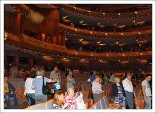 Гости рассаживаются в зрительном зале. Мариинский театр-2.