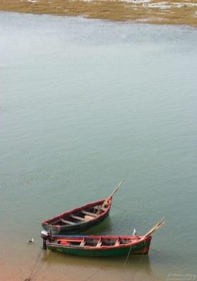 Лодки в лагуне Наила.