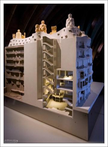 Продуманная Гауди система естественной вентиляции позволяет отказаться от кондиционеров. Дом Мила.