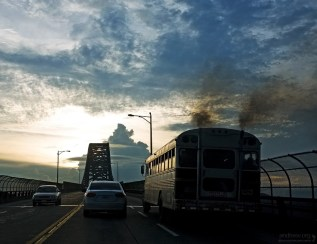 Двухполосное шоссе в центре Панама-сити.
