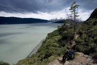 Привал на тропе над озером Grey.