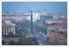 Площадь Врата Мира со статуей Колумба.