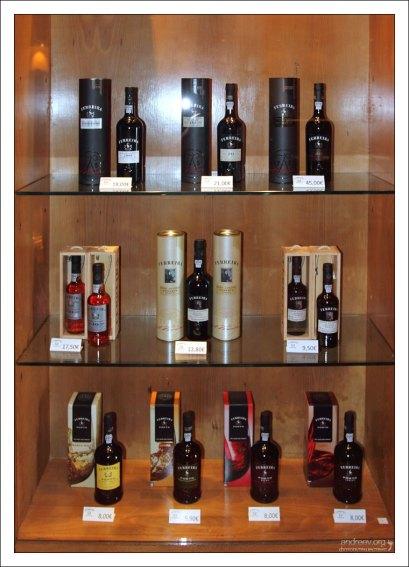 """Магазин подарков компании """"Ferreira"""" с очень демократичными ценами. Вила-Нова-де-Гайа."""