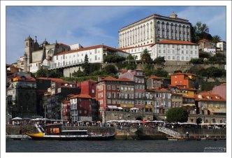 Вид на кафедральный собор Sé do Porto и район Рибейра.