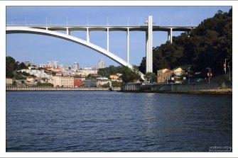 Опора моста Ponte Arrabida.