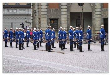 Сегодня в Королевской гвардии служит 60 человек.