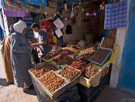 Различные виды фиников на городском рынке.