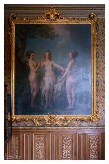 """""""Три грации"""" Ван Лоо представляют трех мадемуазель де Несле - трех сестер, которые одна за другой были фаворитками короля Людовика XV."""