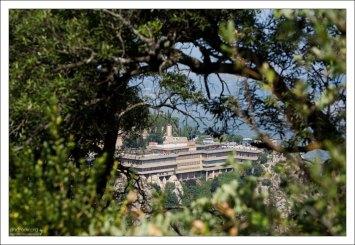 Вид на монастырские окрестности с высоты тропы.