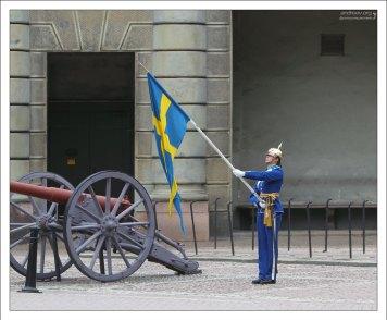 Сворачивание флага без рук.