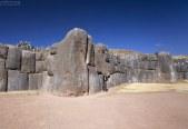 Инкская каменная кладка церемониального комплекса Саксайуаман (Sacsayhuamán).