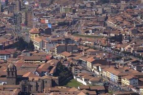 Улицы Куско с высоты церемониального комплекса Саксайуаман.