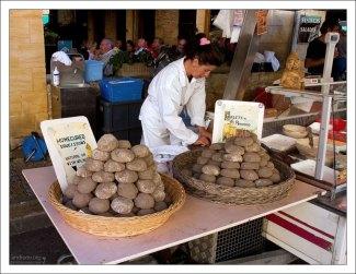 Домашние сосисьоны. Фермерский рынок в Le Bugue.