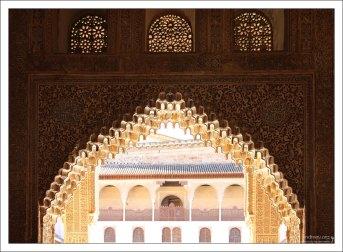 Миниатюрные арочки, используемые для украшения внутренних поверхностей больших арок.