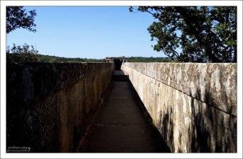 Русло акведука Pont du Gard.
