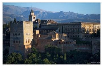 Крепостная стена Альгамбры.