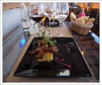 """Утка конфи на картофельной запеканке """"Дофинуа"""". Ресторан """"Estrellas de San Nicolas""""."""
