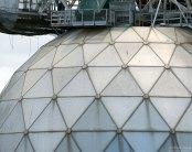 Панели сферического рефлектора над тарелкой Аресибо.