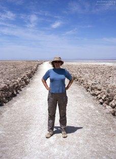 Катя на пути к лагуне Chaxa.